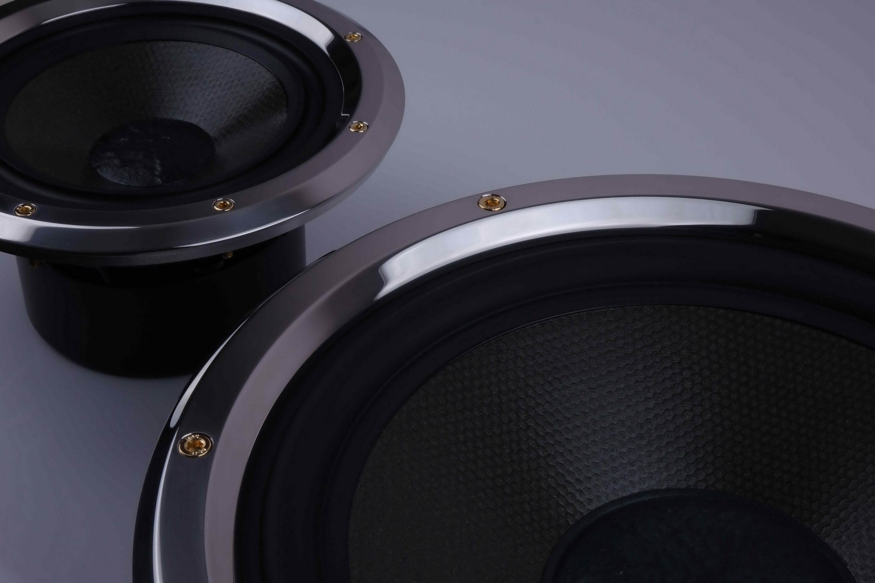 Woofer-and-low-midrange-chassis